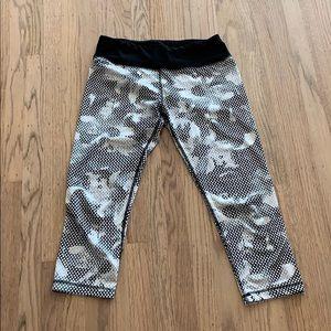 Flower polka dot Capri workout pants. Large